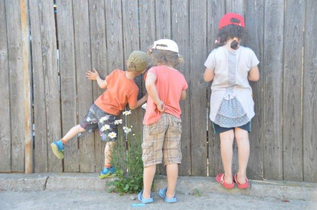 Kindergruppe beim Spielen; Foto: Franziska Klaes