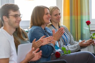Applaus für die neuen Missionarinnen und Misisonare auf Zeit. Foto: SMMP/Ulrich Bock